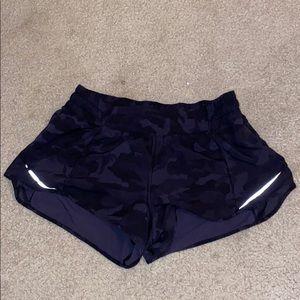 """black camo lululemon hotty hot 2.5"""" shorts"""